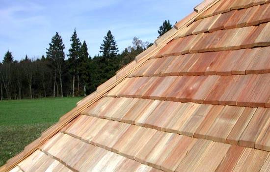 крыша из деревянной черепицы